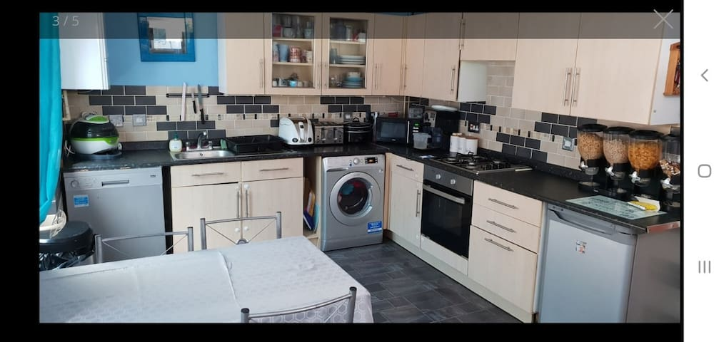 Single room available in friendly family home