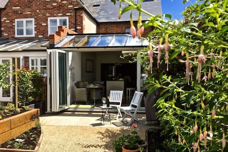 Lovingly restored cottage, blend of the old & new! - Watlington