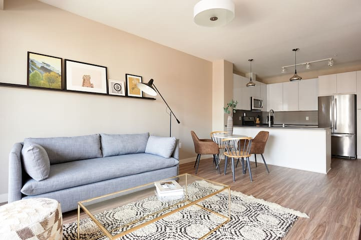 Sonder | East End | Central 1BR + Balcony
