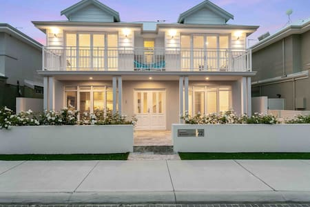 Sorrento Beach flat, best location by dining&shops