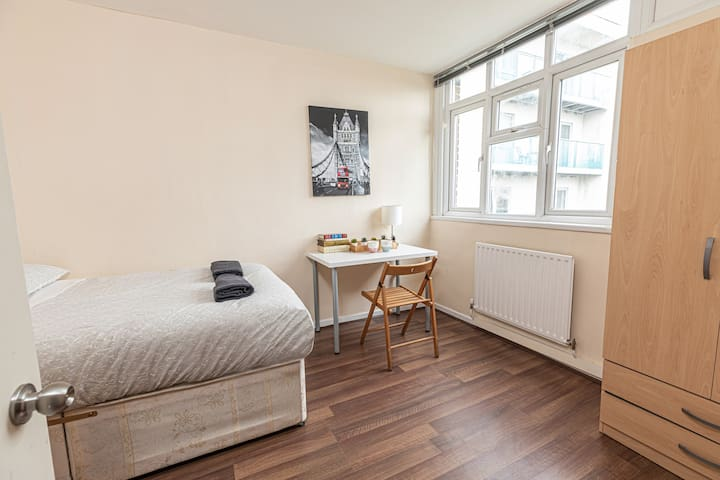Double Room 27 - near Tower of London & Shoreditch