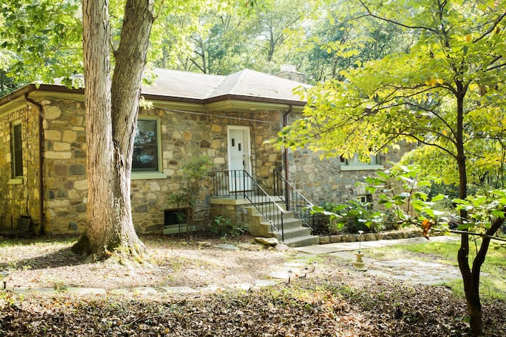 Shenandoah Stone House with kayaks & Self Check-in