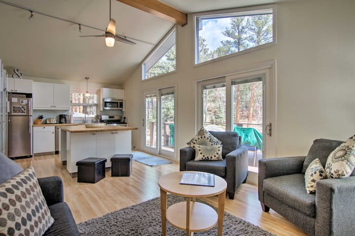 'Romantic River Cabin' in the Heart of Estes Park!