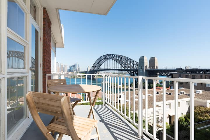 Light Filled 1BR with Spectacular Harbour Views