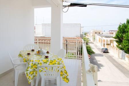 MARINA SX clima, 2 camere,200 mare - San Pietro In Bevagna - Haus