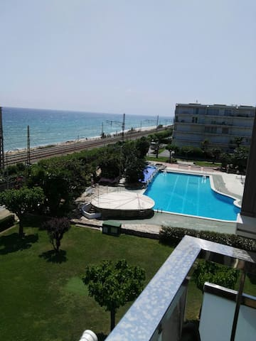Lovely Apartment on the beach for 4 pax.Lic.16741 - Cabrera de Mar - Flat
