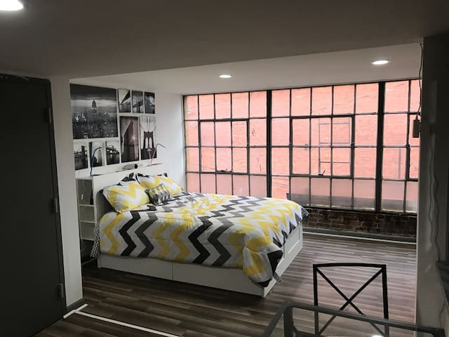 Beautiful downtown remodeled studio - Marietta - Apartment