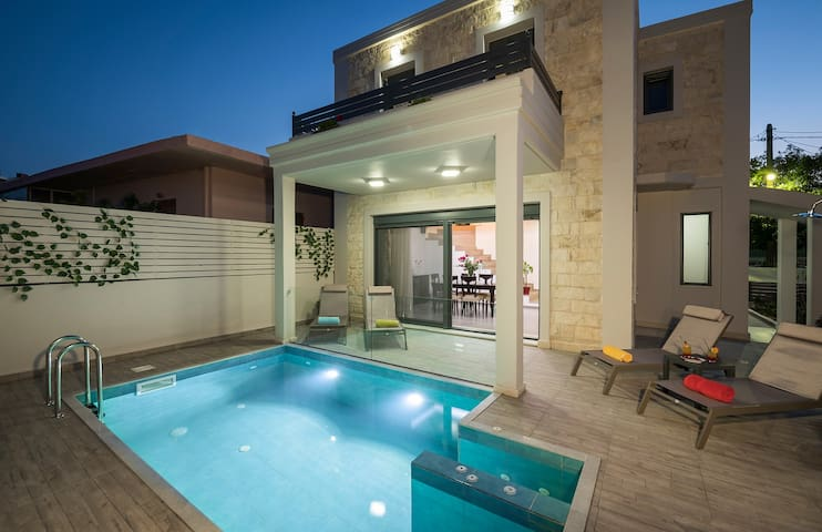 Antony 4 BR Villa near to the beach, Chania, Crete