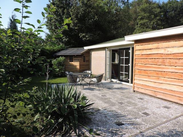 Vrijstaande bungalow dichtbij het Veluwemeer - Ermelo - Cabaña