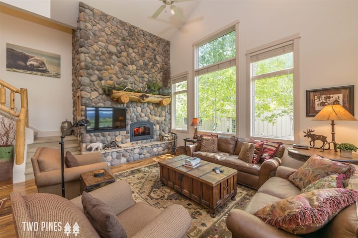 Luxurious Crail Ranch Townhome | Private Hot Tub- Perfect Big Sky Winter Retreat!