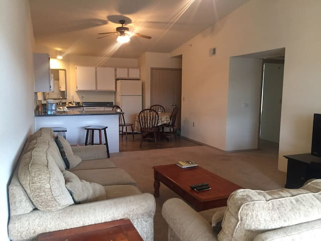 Why hotel? stay in condo for less!! - Starkville - Apartamento