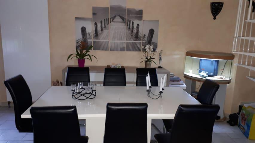 Chambre privative dans villa avec piscine