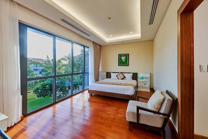 2nd bedroom with beautiful garden and water front view.
