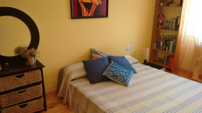 Private double room N close to the beach - Valveralla - Pousada