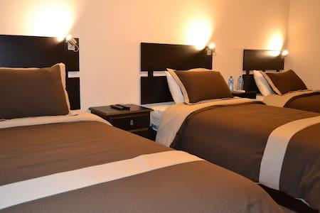 Hostal Kolibri , Habitación Triple - Cuenca - Bed & Breakfast