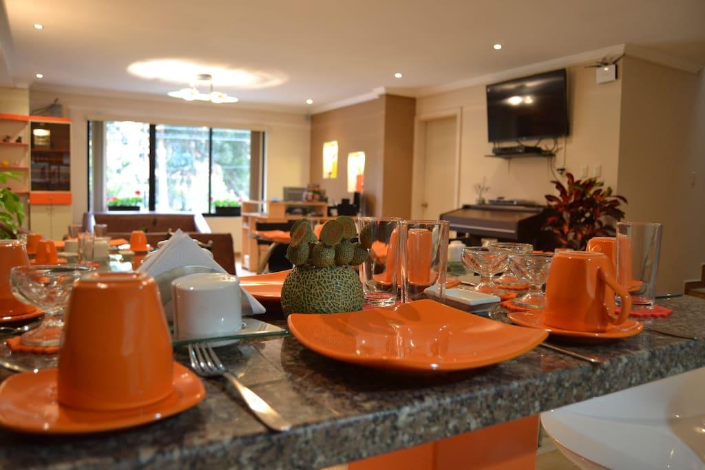 Hostal kolibri b b habitaci n triple amarilla for Stanza bonus oltre costo del garage
