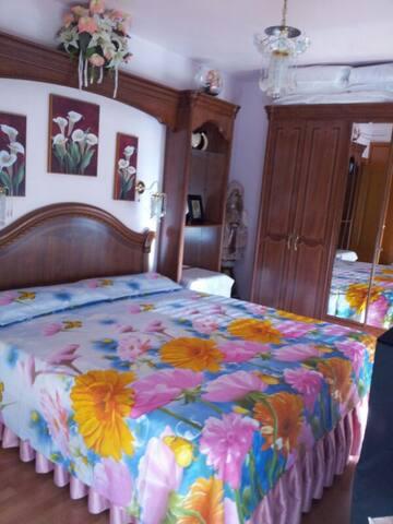 AMPLIO DORMITORIO CON DOS BALCONES - València - Appartement