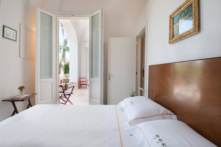 PRIVATE JUNIOR SUITE 1 DOUBLE BED 2 SINGLE BEDS
