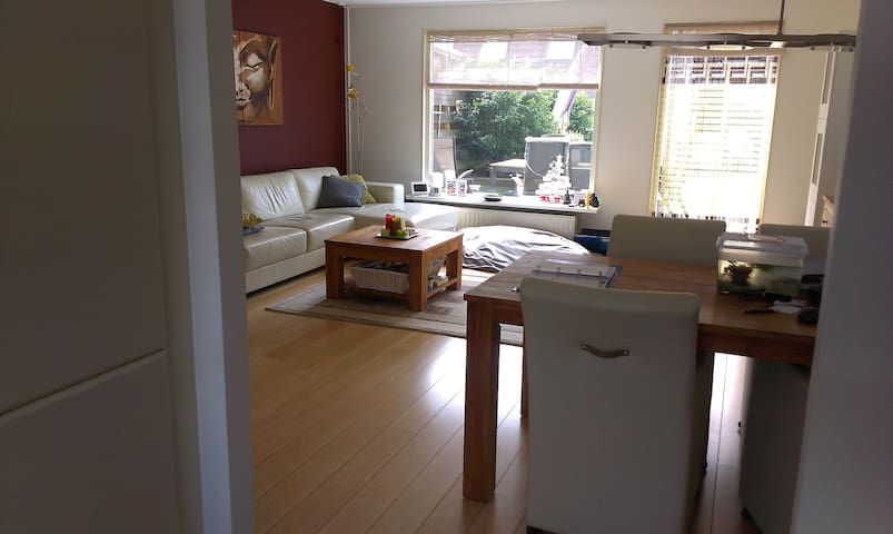 Centrally located : 1 room in suburb of Haarlem - Velserbroek - Rumah