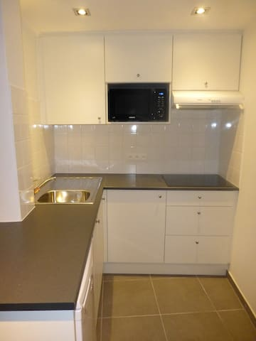 equipped kitchen, completely renovated!