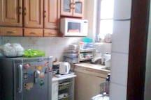 cocina compartida, puedes utilizarla mientras dejes todo ordenado :)