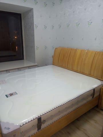 卧室~全新1.8米大床~