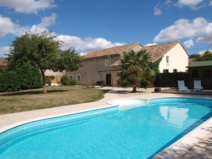 Great house centrally located to explore Charente