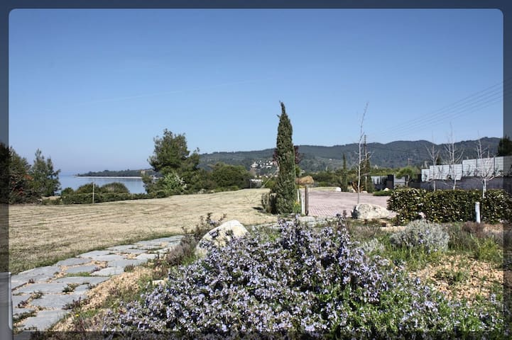 Luxury minimal apartment with private beach (Δ5) - Tripotamos - Appartement
