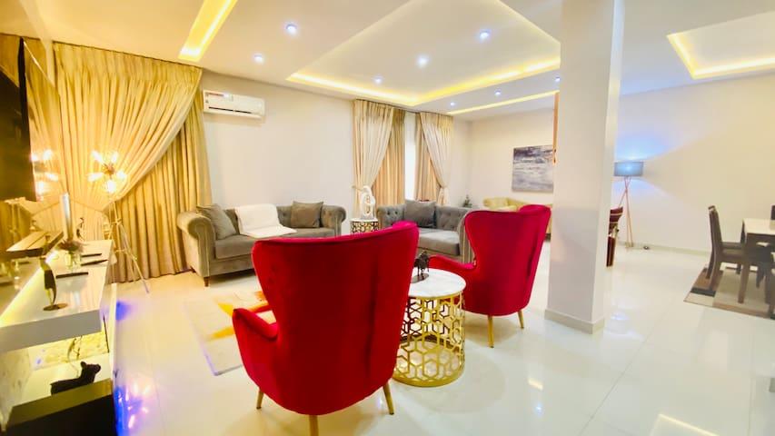 Ope's 5 Star Short let Apartment in Lekki