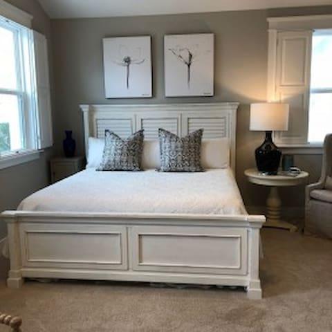 Master - King Bed Upstairs
