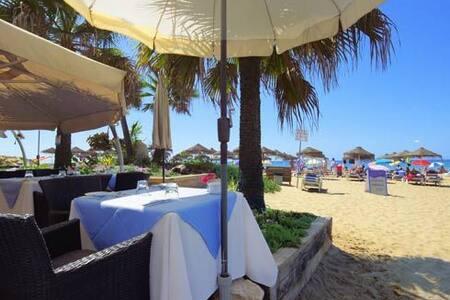 Marbella Golden Beach, Second Line Beach Villa - マルベーリャ - 別荘