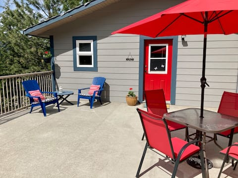Private one bedroom carriage house on 3 acres