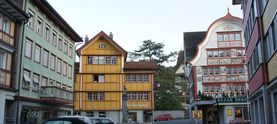 Guestrooms in the heart of Appenzel - Appenzell - Talo
