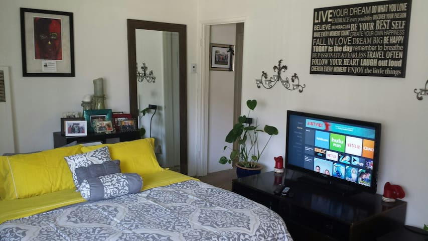 A Clean Space with Good Energy! - Glendale - Apartmen