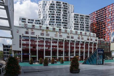 App met uitzicht op schouwburgplein - Роттердам