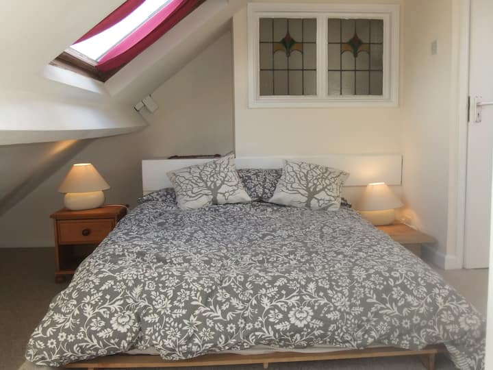 Central quiet ensuite room with lovely views
