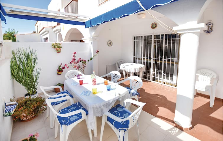 Holiday cottage with 3 bedrooms on 140 m² in Roquetas de Mar