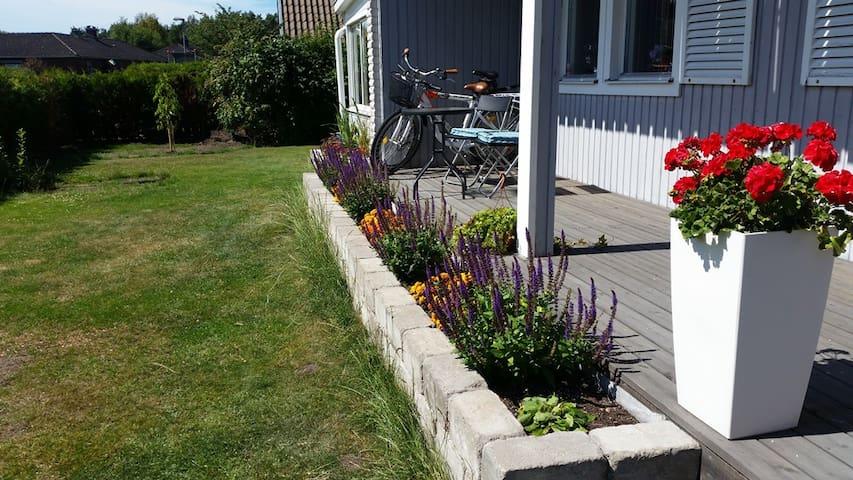 Big house, nice garden, good location in Varberg - Varberg - House