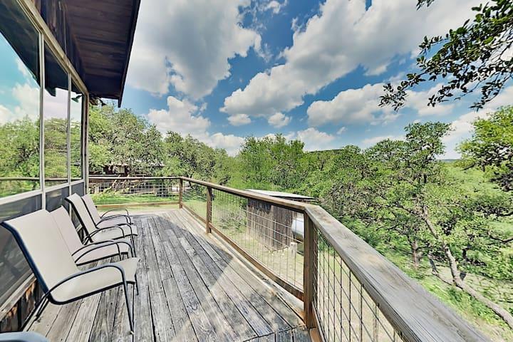Lucky Goat House: Retreat Near Lake & Activities