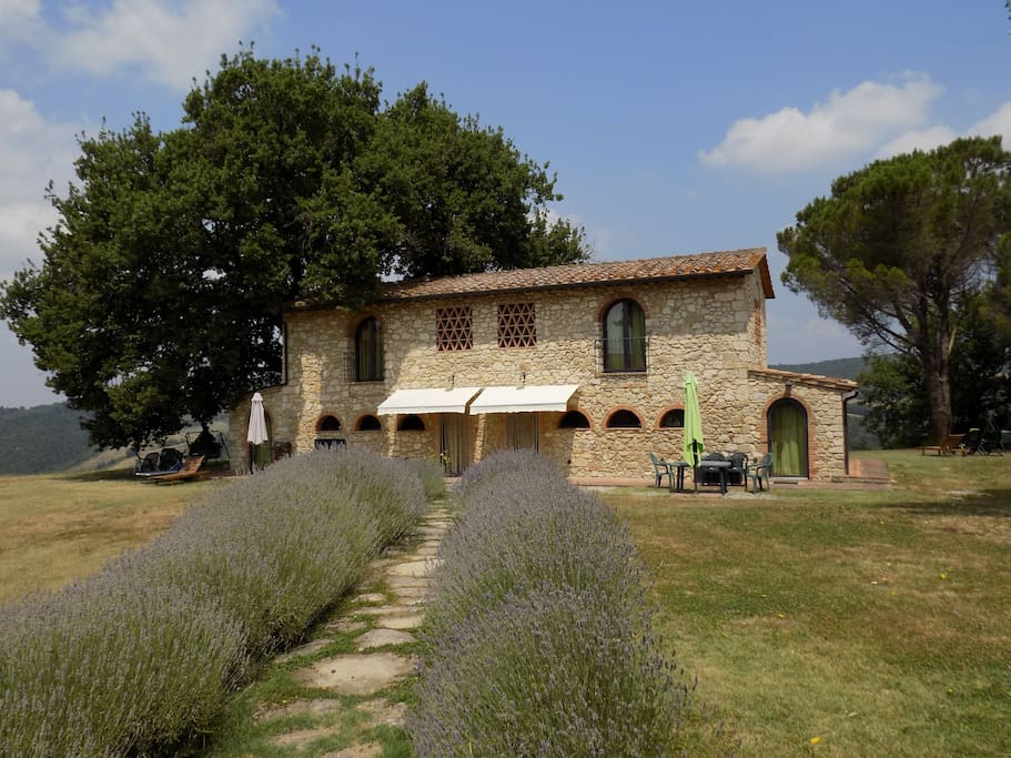 Podere grignano beautiful tuscany houses for rent in for Rent a house in tuscany