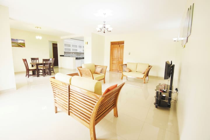 Bright *3BR* High Rise Condo 4 Staycation -Kampala