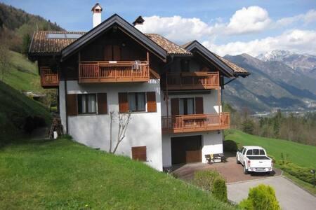 Casa nel verde ai confini di Parco Adamello Brenta - Breguzzo