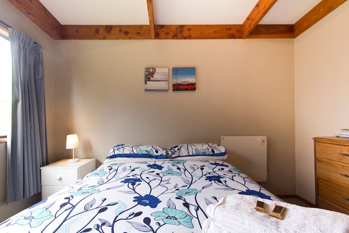 Cozy, Warm, Welcoming Home - Lake Hawea, Wanaka - บ้าน