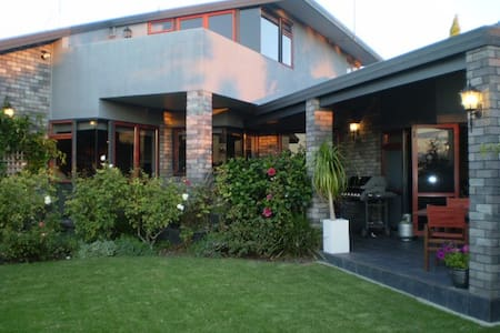 Alfresco Bed and Breakfast - Whakatane - Bed & Breakfast