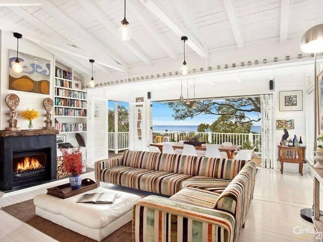 HAMPTONS STYLE HOME, NEWPORT BEACH - Newport - House