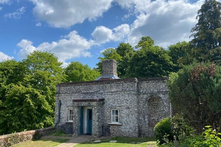 The Roundhouse, Isolation within West Wycombe Park