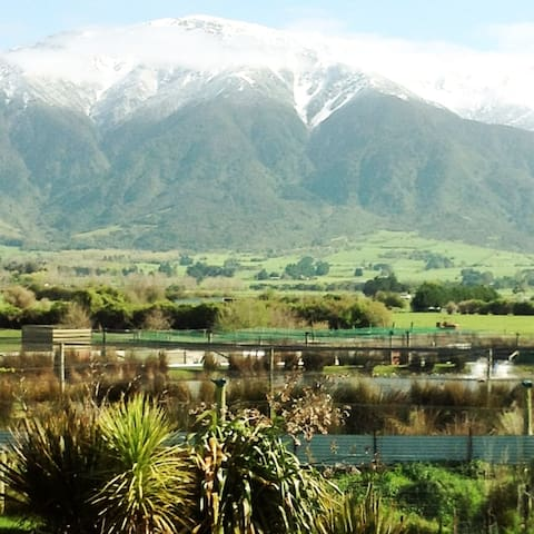 Kaikoura Crayfish and Poultry Farm Mountain Views