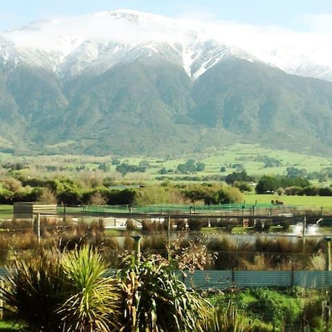 Kaikoura Crayfish and Poultry Farm Mountain Views