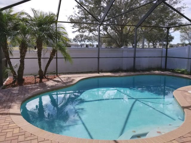 NEW*Key West Inspired Pool Home Nr Downtown Tampa!
