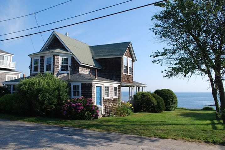 Ocean front Beach Cottage in Hull - Hull - House